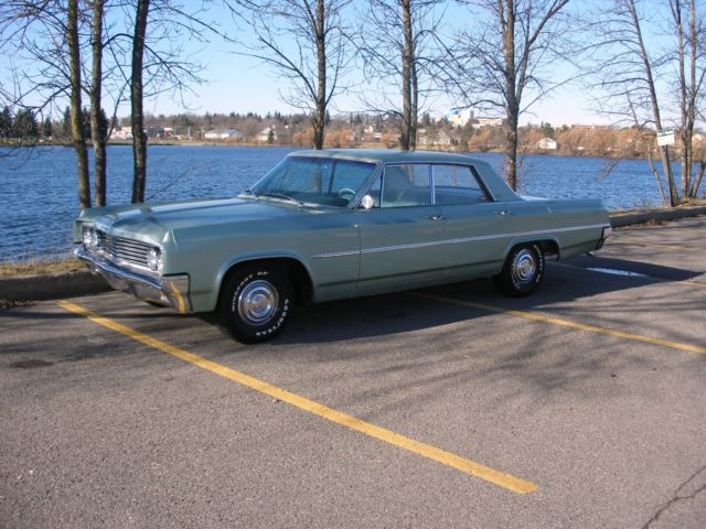 1963 Oldsmobile Eighty-Eight Holiday Sedan