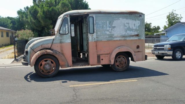 1960 Other Makes DIVCO MILK TRUCK