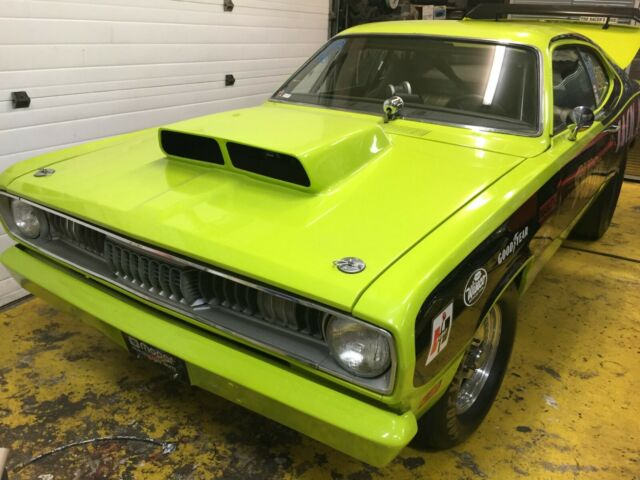 1970 Yellow Plymouth Duster