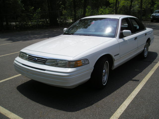 1993 Ford Crown Victoria 4dr LX