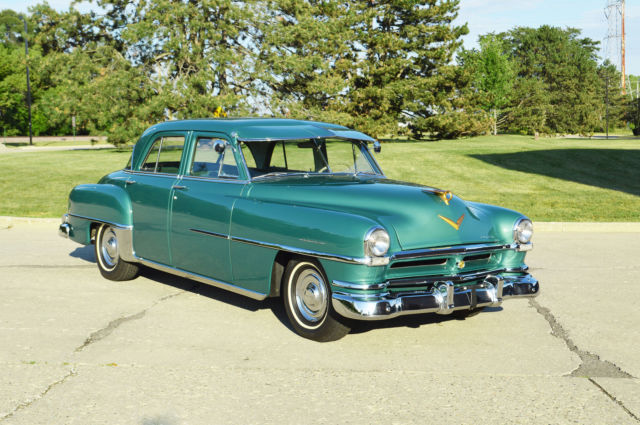 1952 Chrysler Saratoga 4 door sedan