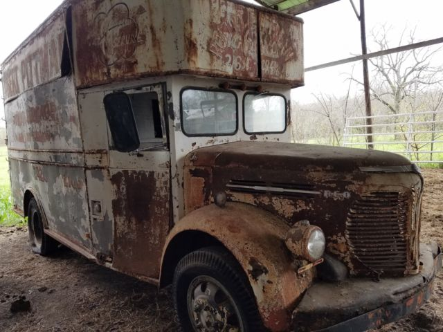 REO Speedwagon Delivery Truck for sale: photos, technical