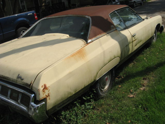 1973 Cream Chevrolet Caprice 2 door hardtop 2 door hardtop with White interior
