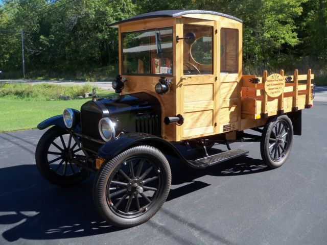 1923 Ford Model T stake side flat bed