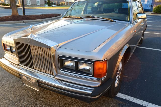 rolls royce silver spur in running and driving condition! selling