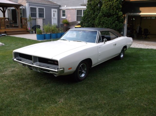 rotisserie restored 1969 dodge charger r t se 440 auto for sale photos technical. Black Bedroom Furniture Sets. Home Design Ideas