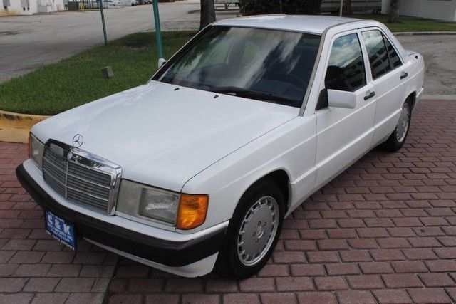 1993 Mercedes-Benz 190-Series 190E SELLING FOR PARTS RUNS AND DRIVES