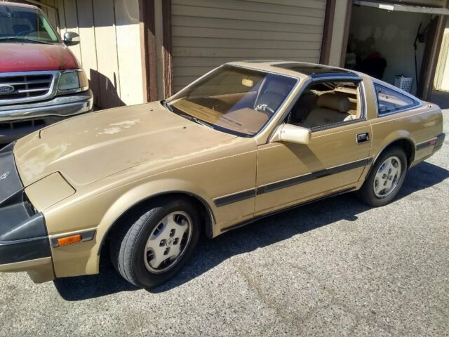 1985 Nissan 300ZX HAND PAINTED GOLD PIN STRIPES