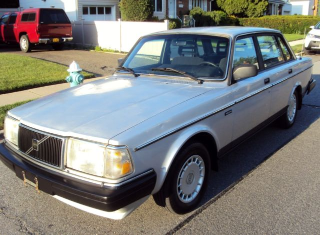 1989 Volvo 240 DL 4 Door Sedan