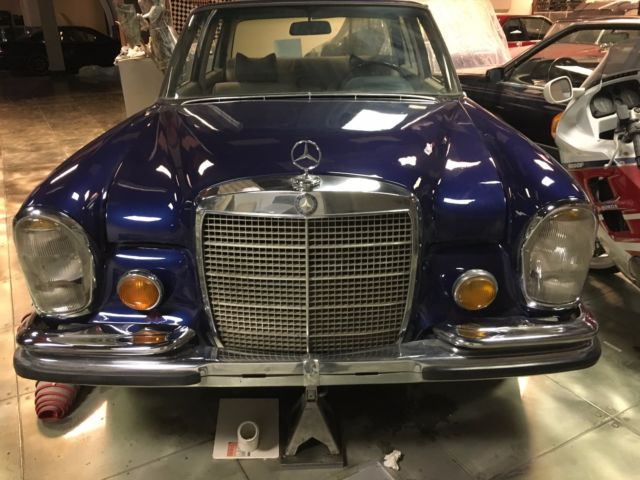 1969 Blue Mercedes-Benz 300-Series with gray interior