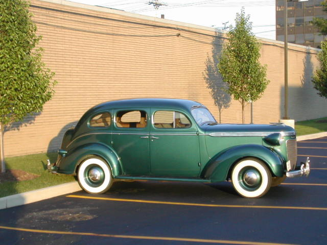 1937 Chrysler Royal sedan