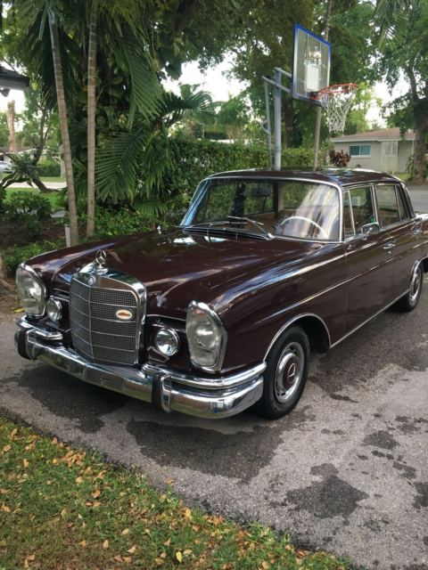 1966 Mercedes-Benz 200-Series