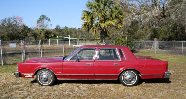 Vintage 1981 Lincoln Town Car Signature Series Medium Red Full Size