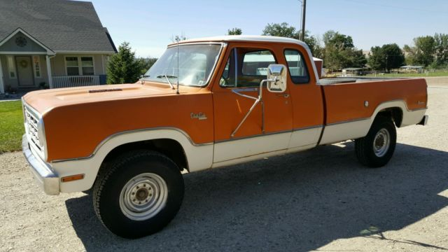 1976 Dodge Power Wagon Club Cab