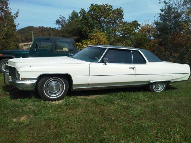 White With Blue 1972 Cadillac Coupe DeVille For Sale